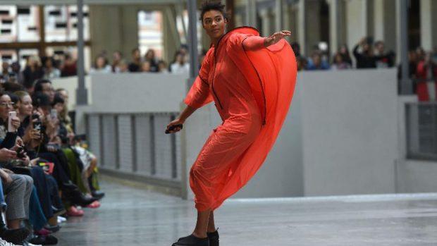 """""""Исей Мияке"""" представи новия си дизайнер на Седмицата на модата в Париж"""