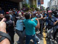 Изстрели по време на протест на учители във венецуелската столица Каракас