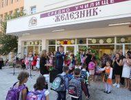 """Кметът на Стара Загора би първия училищен звънец в реновираното Средно училище """"Железник"""""""