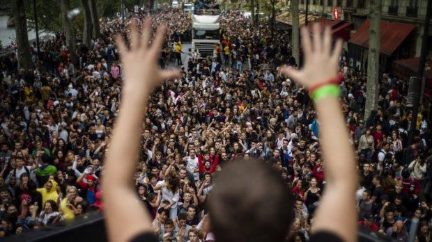 Париж празнува в ритъма на техно музиката