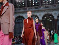 Виктория Бекъм представи новата си колекция на Седмицата на модата в Лондон