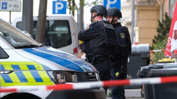 Двама души са убити при стрелба до синагога в източногерманския град Хале