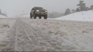 Опасно време, сняг заваля на Петрохан, очаква се и в София