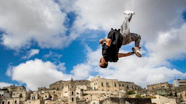 Мароканец и американка спечелиха зрелищен турнир по паркур в Матера