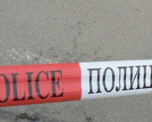 Полицаи простреляха охранител, заплашил ги с нож