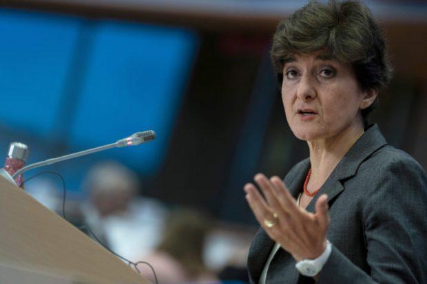 ЕП отхвърли кандидата за еврокомисар на Франция Силви Гулар