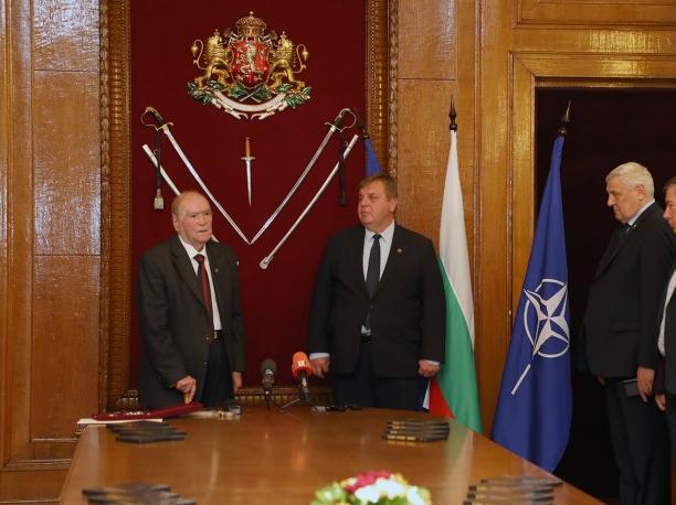 Каракачанов: Хората, които са служили на България честно и безкористно, са герои