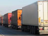 Огромни колони от ТИР-ове изчакват часове на граничния пункт Дунав мост край Русе
