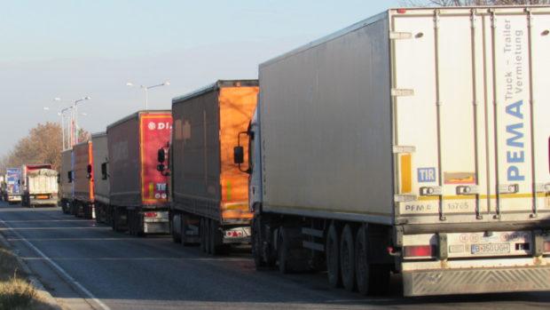 Отпада карантината за международните шофьори