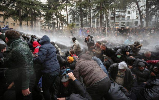 Арести и насилие при поредния протест в Тбилиси