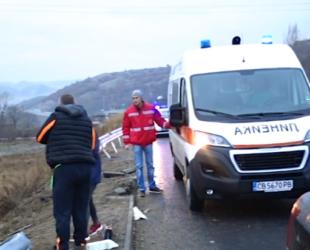 Десетки катастрофи заради поледиците, най-сериозна е ситуацията в Западна България
