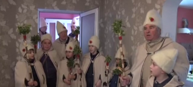 Коледари обикалят за здраве и берекет в село Гара Бов