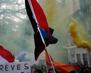 Жителите и гостите на Париж се подготвят за нова блокада на френската столица