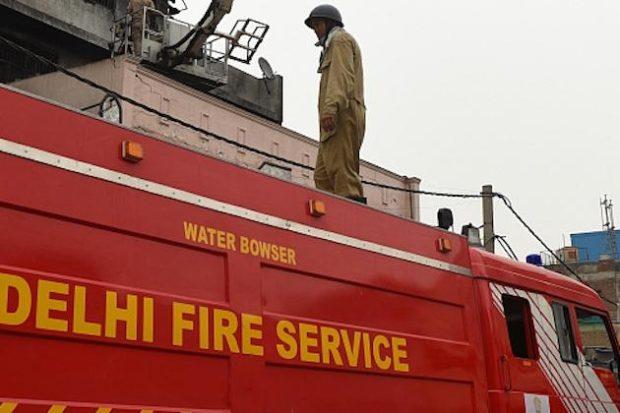 Мощен пожар изпепели фабрика в Ню Делхи
