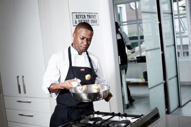 Шеф-готвач прави фурор в кулинарната общност на Йоханесбург