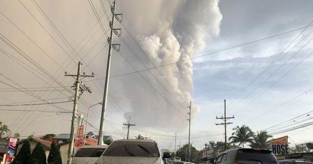 Филипините отмениха частично заповедта за масова евакуация заради вулкана Таал