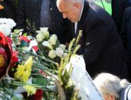 Рано сутринта премиерът Борисов поднесе цветя пред паметника на Апостола