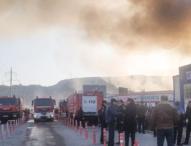 Осем души бяха ранени по време на пожар в търговски център в Баку