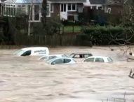 """Великобритания продължава да се бори с щетите, които нанесе бурята """"Денис"""""""