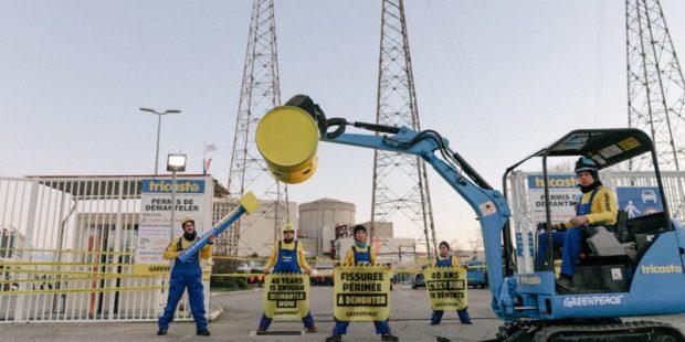 Екоактивисти проникнаха във френска АЕЦ с искане за нейното закриване