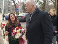 Американският посланик в България Херо Мустафа също сведе глава пред паметта на Васил Левски