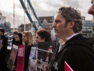 Хоакин Финикс застана начело на протест в Лондон