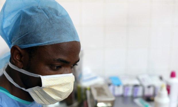 Първи случай на заразен с коронавирус в Африка, расте броят на жертвите на болестта