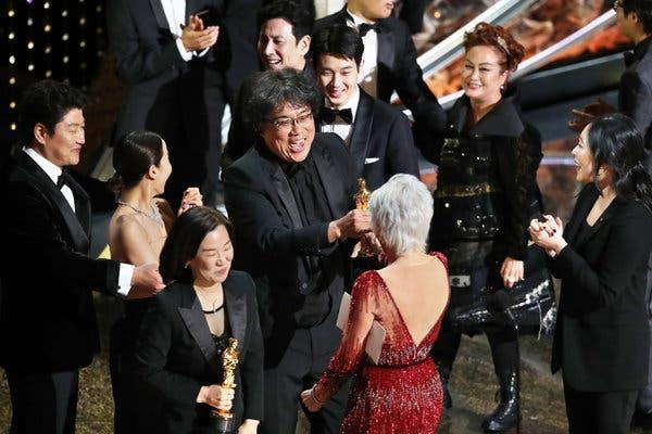 """Южнокорейският филм """"Паразит"""" на режисьора Пон Джун Хо е големият победител на Оскарите"""
