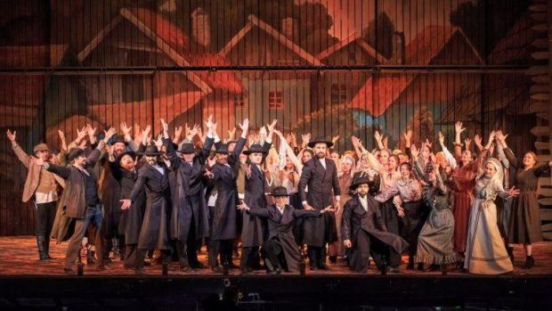 """Бродуейският мюзикъл """"Цигулар на покрива"""" с премиера в София"""