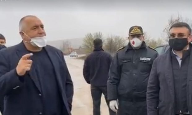 """Старото летище """"Узунджово"""" става паркинг за ТИР-ове, премиерът Борисов го инспектира"""