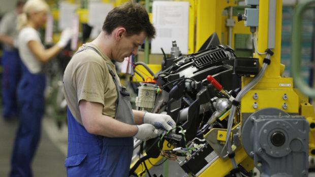Решено: Държавата ще плаща 60% от възнагражденията на работниците в засегнатите фирми за срок от три месеца