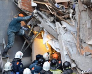 Взрив в жилищен блок в Русия след изтичане на газ, има жертви и ранени