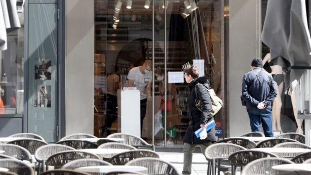 Отпадат част от мерките: Отварят ресторантите, нощните клубове и моловете
