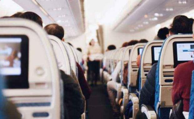 ЕС: С маски в самолетите, изпращачите – извън летището