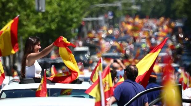 Мащабен протест срещу мерките на карантината заради COVID-19 в Мадрид