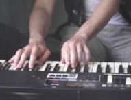 Музиката не може да спре: Британска група продължава да свири, изолирана в къща в Норфолк