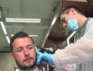 """Руски бръснар с опит за рекорд на Гинес за """"най-продължително подстригване"""""""