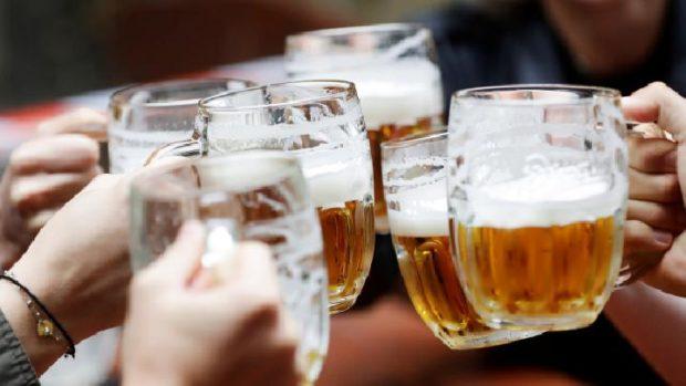Чехите се върнаха към любимо занимание – консумацията на бира