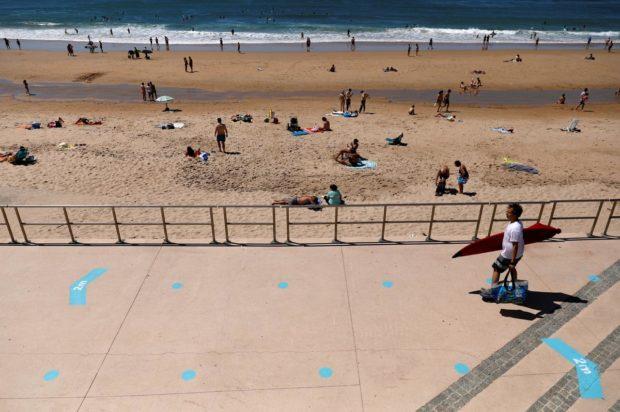 Португалците отидоха на плаж след облекчаването на мерките на карантината