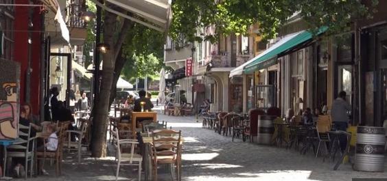 """Жителите на """"Капана"""" в Пловдив искат баровете да работят до 23 часа"""