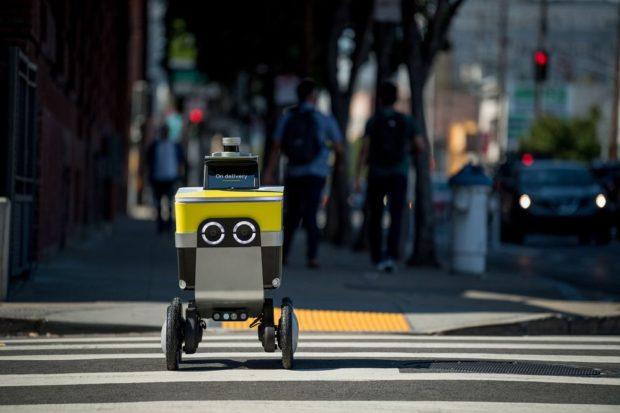 Ресторанти в САЩ използват роботи за доставки на фона на пандемията от COVID-19