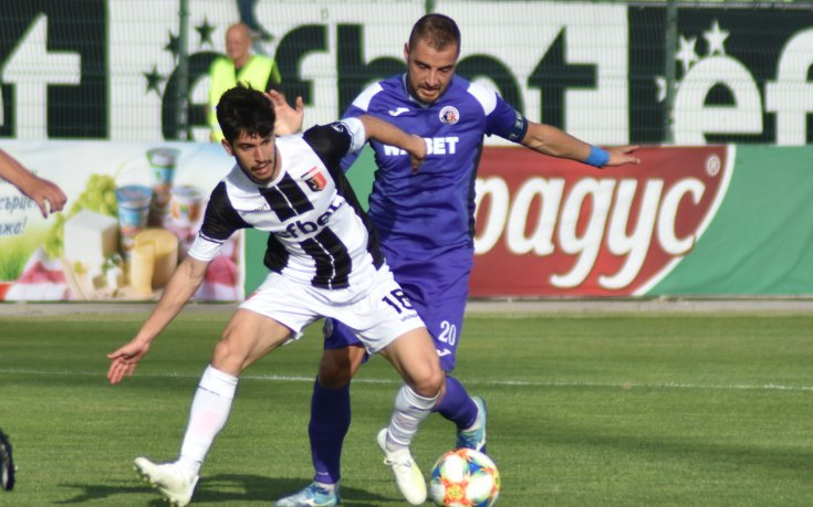 Локомотив (Пловдив) се наложи с 2:0 над Етър в първата среща след ...