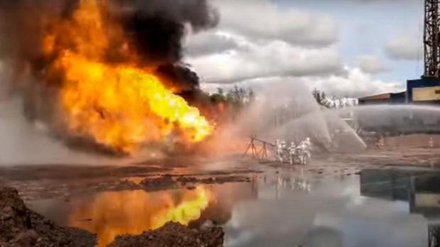 Огромен пожар близо до езерото Хюз край Лос Анджелис