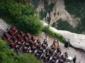 Симфоничен концерт на ръба на една от най-стръмните планини в Китай