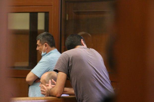 Съдът остави в ареста двамата антимафиоти обвинени, че са разпъвали чадър над наркодилъри