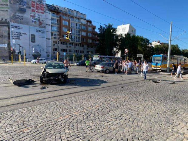 Тежка катастрофа в София като по чудо се размина без жертви