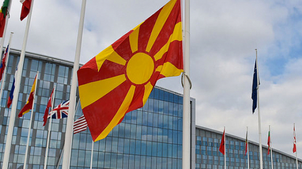 """В Северна Македония започна масова ваксинация, ЕС дари 4680 дози на """"Пфайзер"""""""