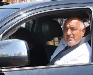 Бойко Борисов посети Велинградско, посрещнаха го с овации