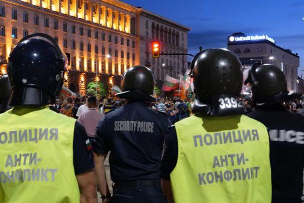 СДВР намалява броя на полицаите, които охраняват протестите заради случаи на COVID-19