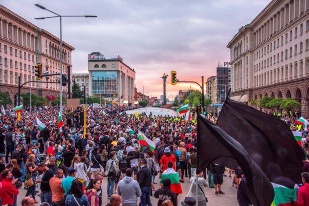 За седма поредна вечер граждани излязоха на антиправителствен протест